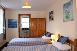 twin room at the bed and breakfast - Whitehouse Guest Rooms, Bristol
